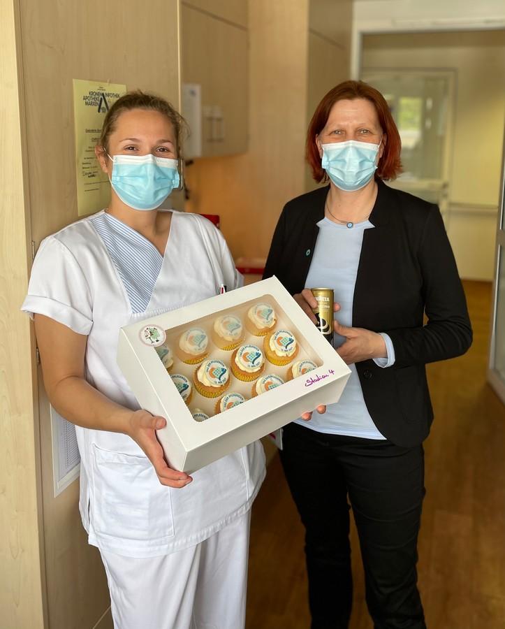Julia Piel, Pflegeschülerin aus dem Oberkurs und Andrea Hopmann, Pflegedirektorin