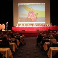 Ein Foto von Gaby Köster als Beispiel für eine Schlaganfall-Patientin