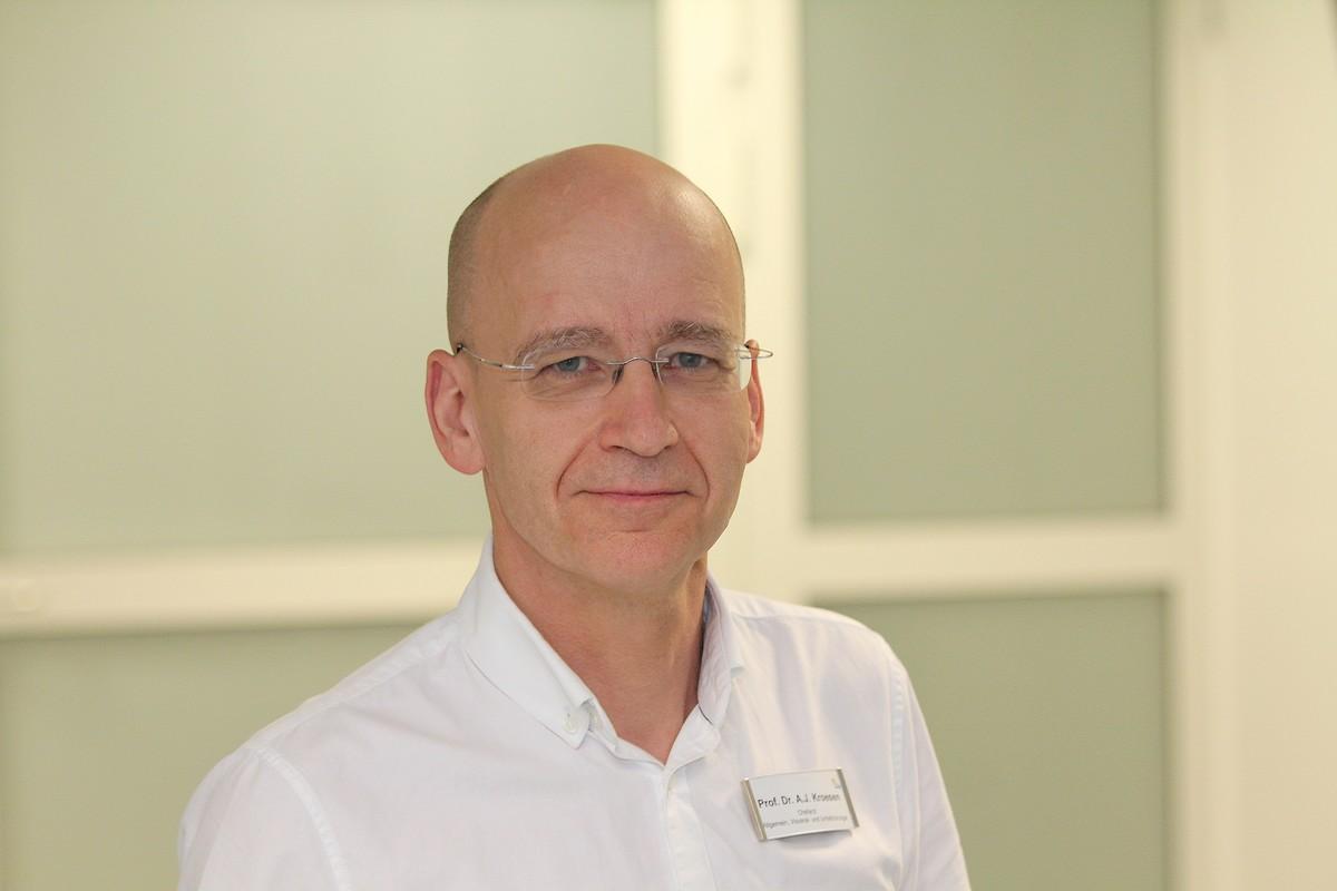 Chefarzt Prof. Dr. med. Anton J. Kroesen